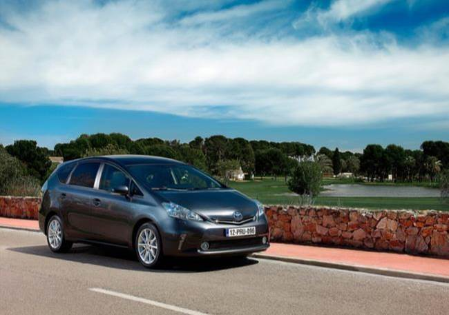 Toyota-Prius-Plus_11